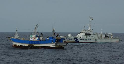 외국 해역서 무허가 어업하다 나포되면 어업허가 즉시 취소