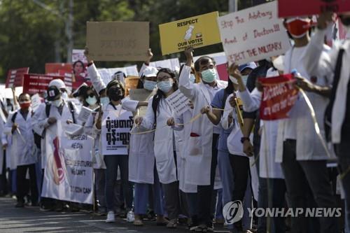 反쿠데타 미얀마 시민불복종 운동, 병원·은행을 멈추다