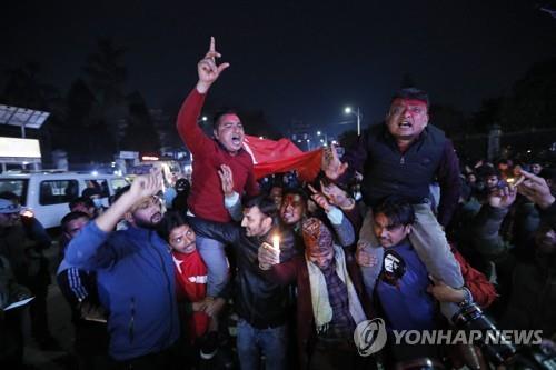 네팔 대법원, 해산된 의회 복원 명령…총리에 정치적 타격