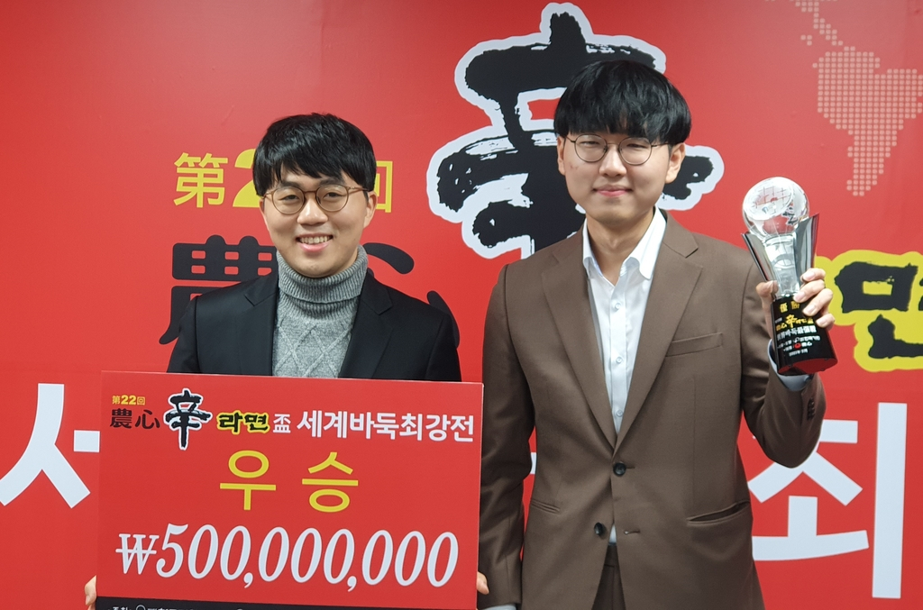 '커제 항복' 신진서 끝내기 5연승…3년 만에 농심배 우승(종합)