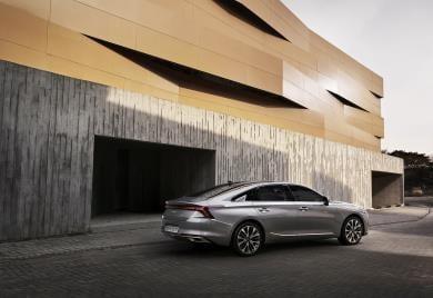 `차` 떼어낸 기아, K7 후속모델 `K8` 디자인 공개
