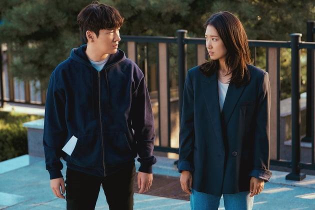 '시지프스' 조승우, 박신혜 스틸컷/ 사진=JTBC 제공