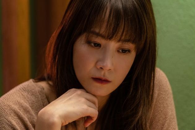 [TEN 리뷰] '아이' 김향기·류현경, '어른'이라는 가면을 쓴 두 아이의 만남