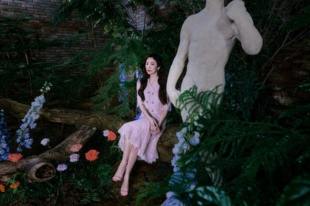 송혜교, 비밀정원 속 봄의 여신 [화보]