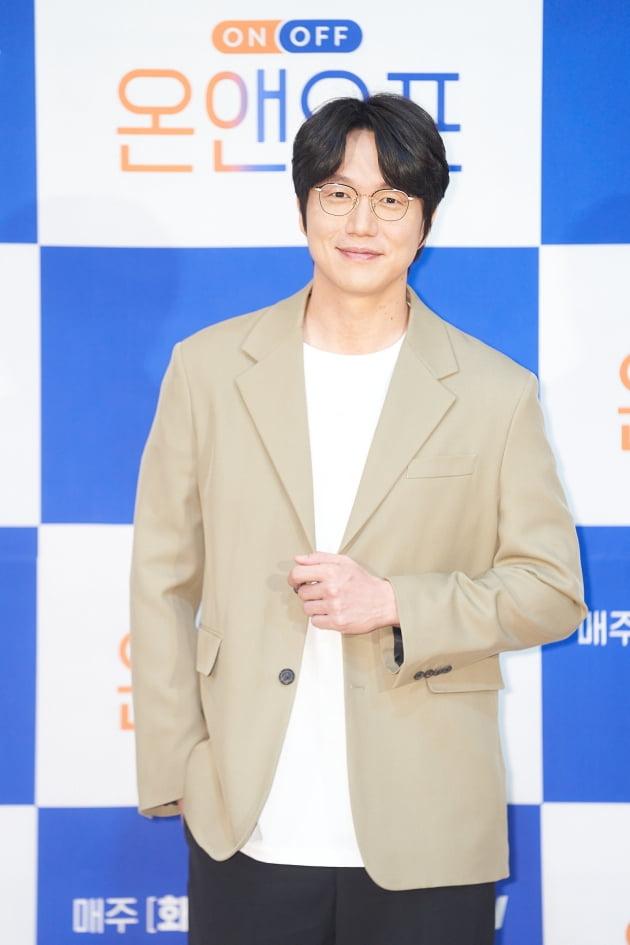 가수 성시경이 15일 오전 온라인 생중계된 tvN 새 예능 '온앤오프' 제작발표회에 참석했다. /사진제공=tvN