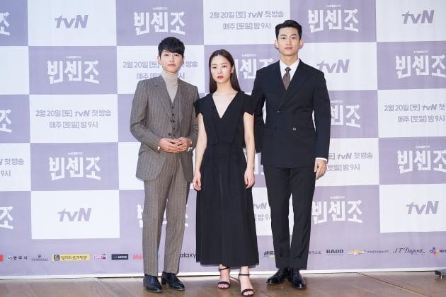배우 송중기(왼쪽부터), 전여빈, 옥택연이 15일 오후 온라인 생중계된 tvN 새 토일드라마 '빈센조' 제작발표회에 참석했다. /사진제공=tvN