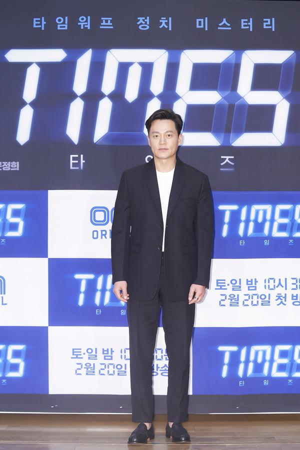 배우 이서진이 16일 오후 온라인 생중계된 OCN 새 토일 오리지널 '타임즈' 제작발표회에 참석했다. /사진제공=OCN