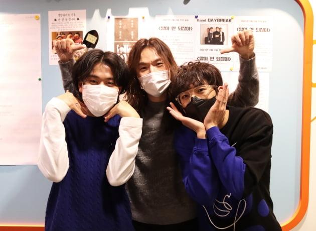 가수 이무진(왼쪽부터), 정홍일, 이승윤. /사진제공=쇼플레이 엔터테인먼트