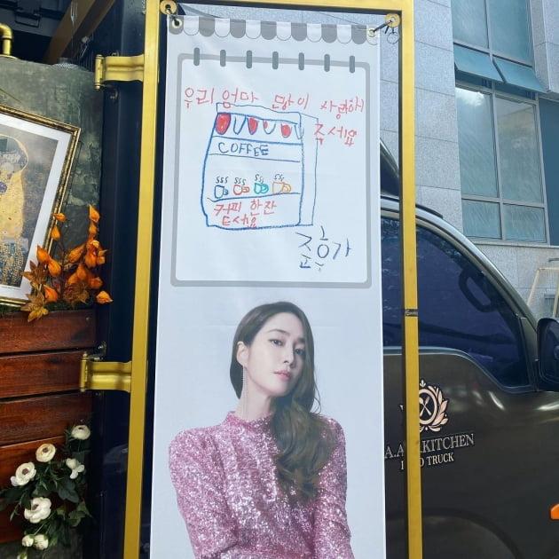 '이병헌♥' 이민정, 아들 낳은 보람 있네…손글씨+커피차 선물 '기특'