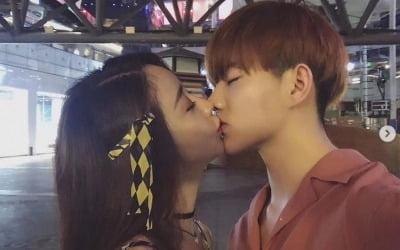 '파경설' 함소원, <br>♥진화와 키스 사진 공개