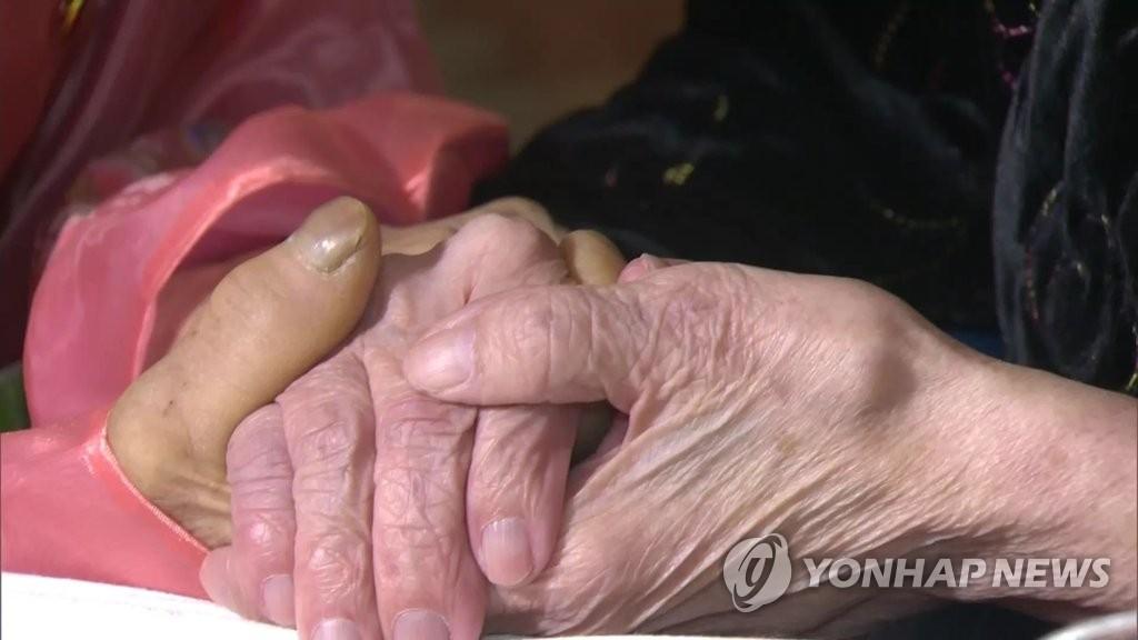 기약없는 이산가족 상봉…작년에만 신청자 3천300여명 눈 감아