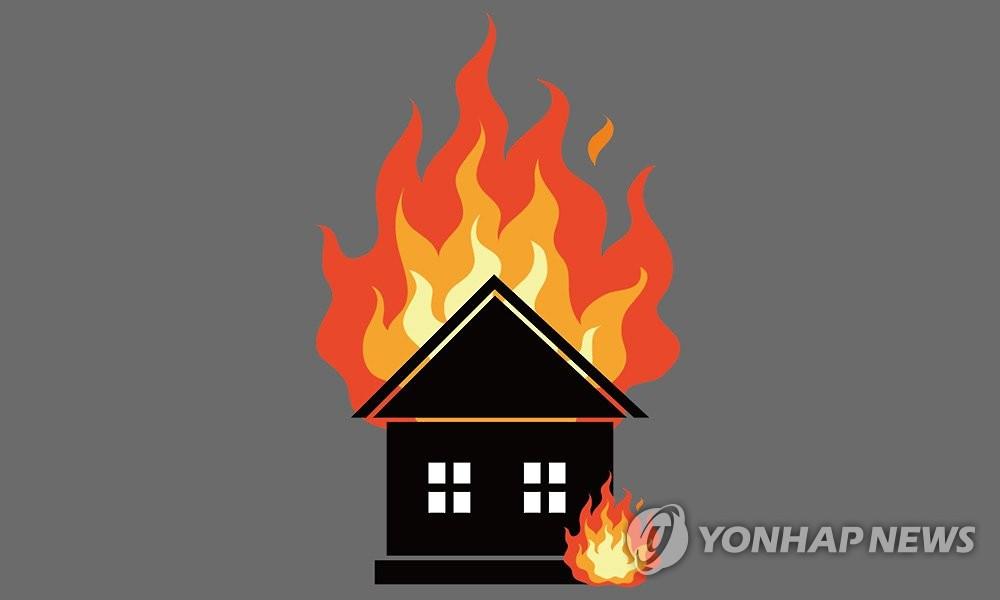 완도 주택 옥상 가건물서 화재…1명 사망