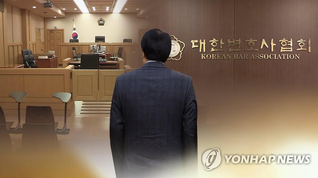 """변호사들 '구치소 집사'로 부린 로펌대표…""""징계 정당"""""""