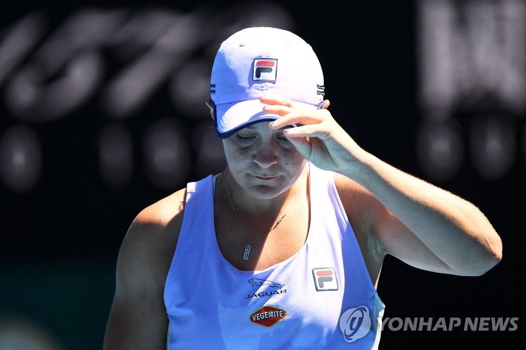 무호바, 세계 1위 바티 꺾고 호주오픈 테니스 4강 진출