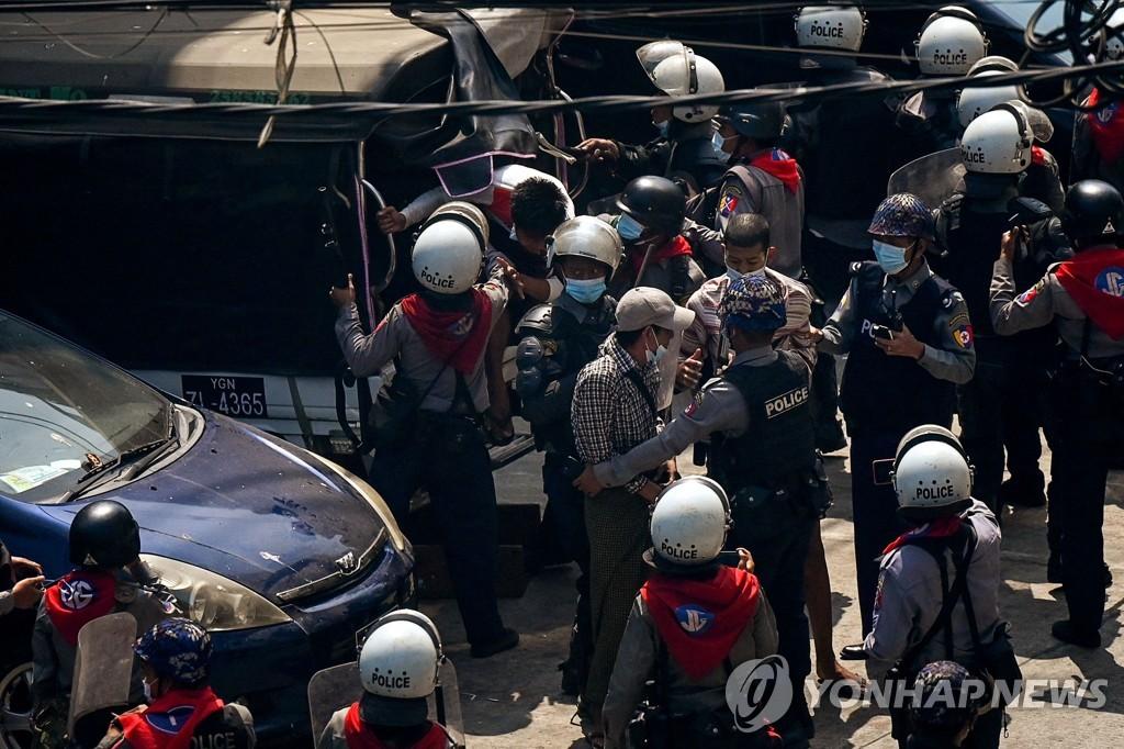 미얀마 또 시위대에 총격, 1명 부상…현장 취재기자도 체포(종합2보)