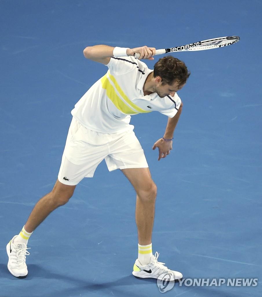 호주오픈은 역시 조코비치…메드베데프 꺾고 3년 연속 우승