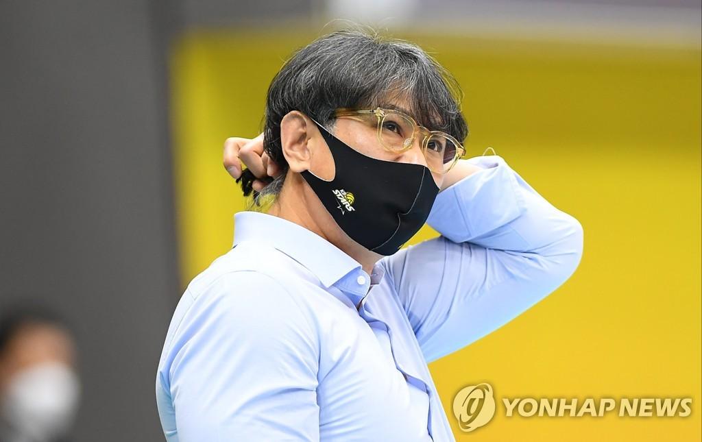 """이경수 KB손보코치 """"이상열 감독 부재, 코치·선수가 함께 극복"""""""