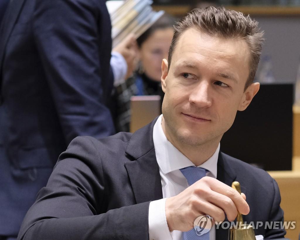 """오스트리아 재무장관, 부패사건 연루 의혹…""""잘못된 혐의"""""""