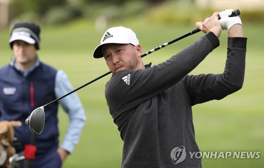 버거, AT&T 페블비치 프로암 역전 우승…PGA 투어 통산 4승