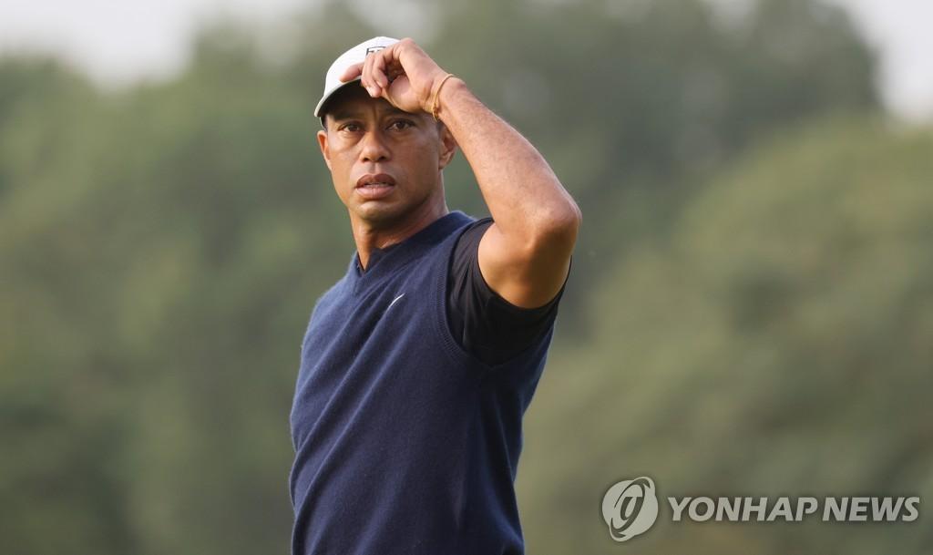 '골프황제' 타이거 우즈 차 9m 굴러 전복사고…긴급 다리수술(종합2보)