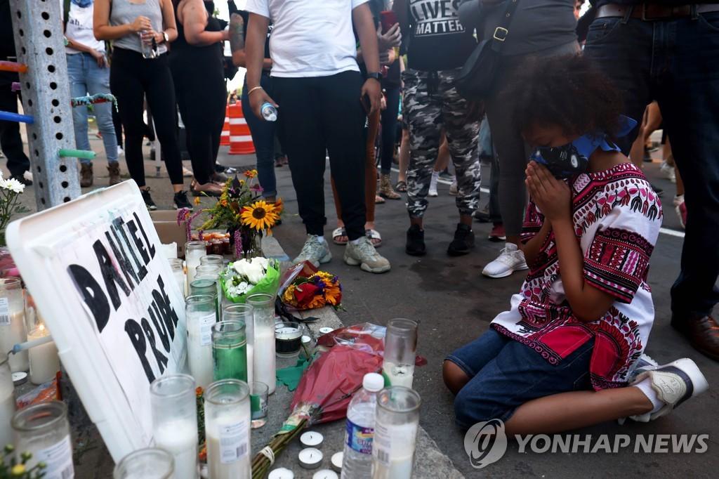 '흑인 복면 질식사' 연루된 뉴욕주 경찰관들 불기소 논란