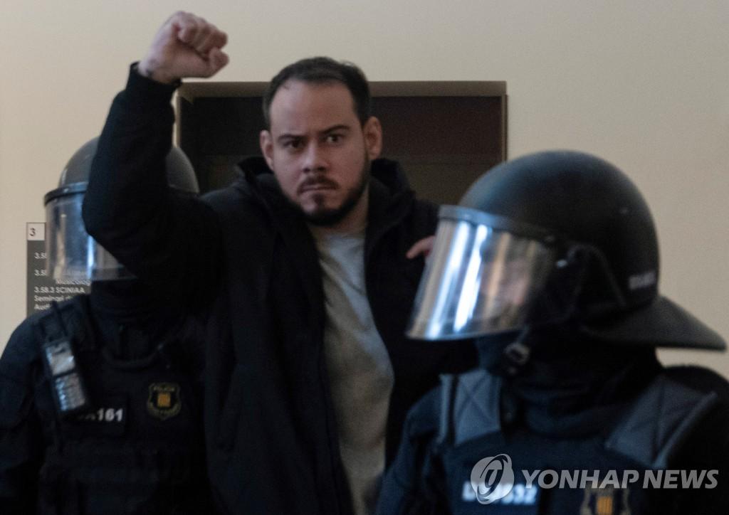 스페인 래퍼, 테러 미화·왕실 모욕 혐의 실형…곳곳 항의 시위