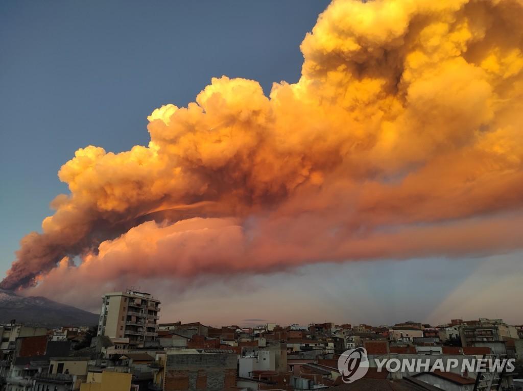 """시칠리아 에트나 또 분출…""""화산재 비처럼 쏟아져"""""""