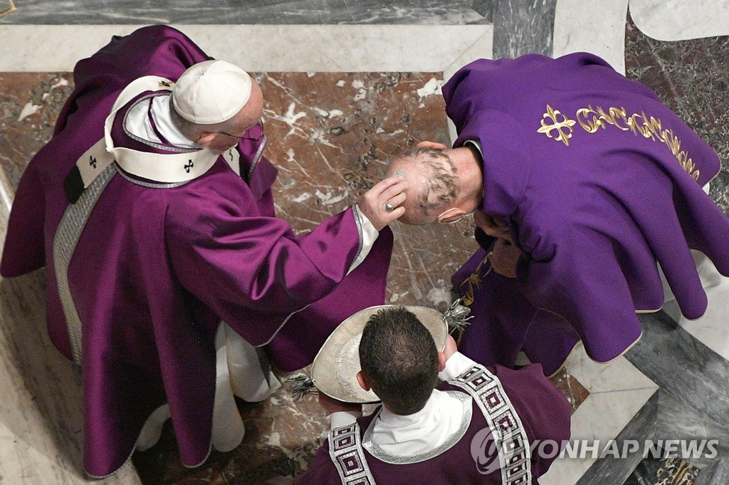 코로나19 여파로 올해 교황 주례 부활절 미사도 온라인으로