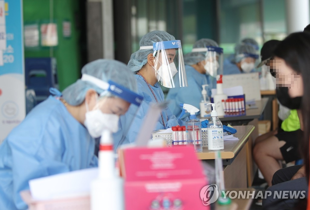'초과근무만 1천750시간'…코로나19 막아낸 선별진료소 영웅들