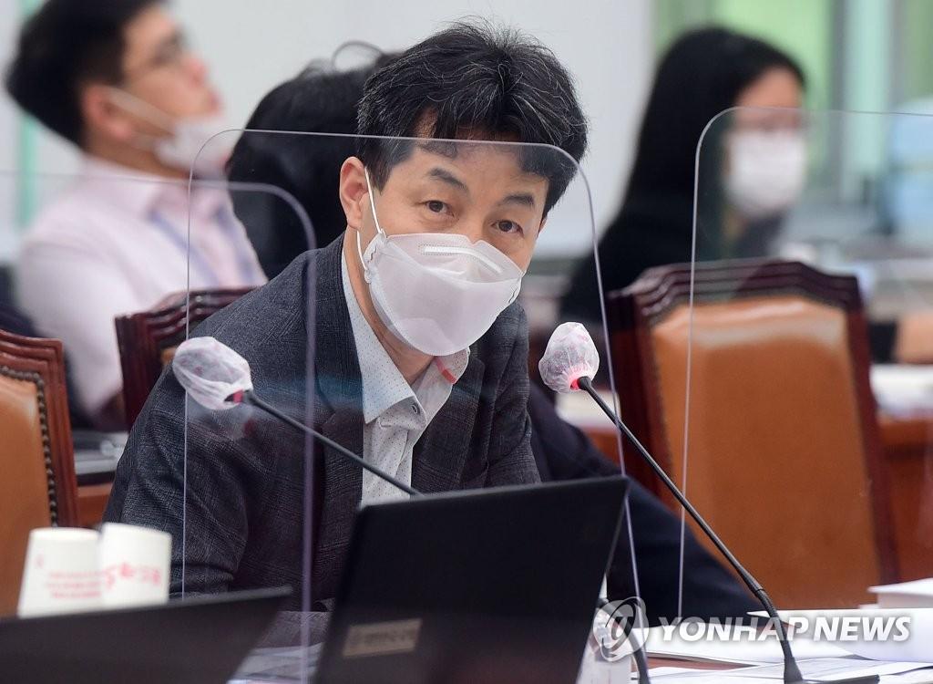 """홍준표 """"권력은 하산길에 사고""""…윤건영 """"보기 딱하다""""(종합)"""
