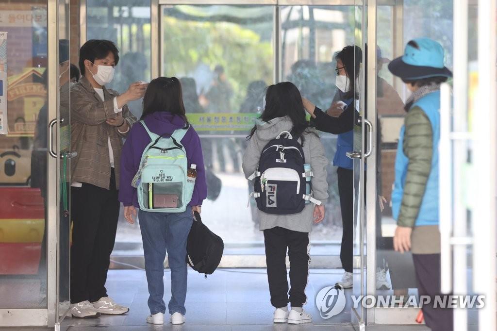 서울 유·초1∼2, 2단계까지 매일 등교…원격수업 실시간 쌍방향