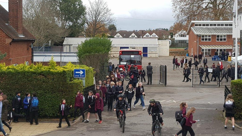 영국 학생들, 등교 수업시 주2회 가정에서 코로나 검사 의무화