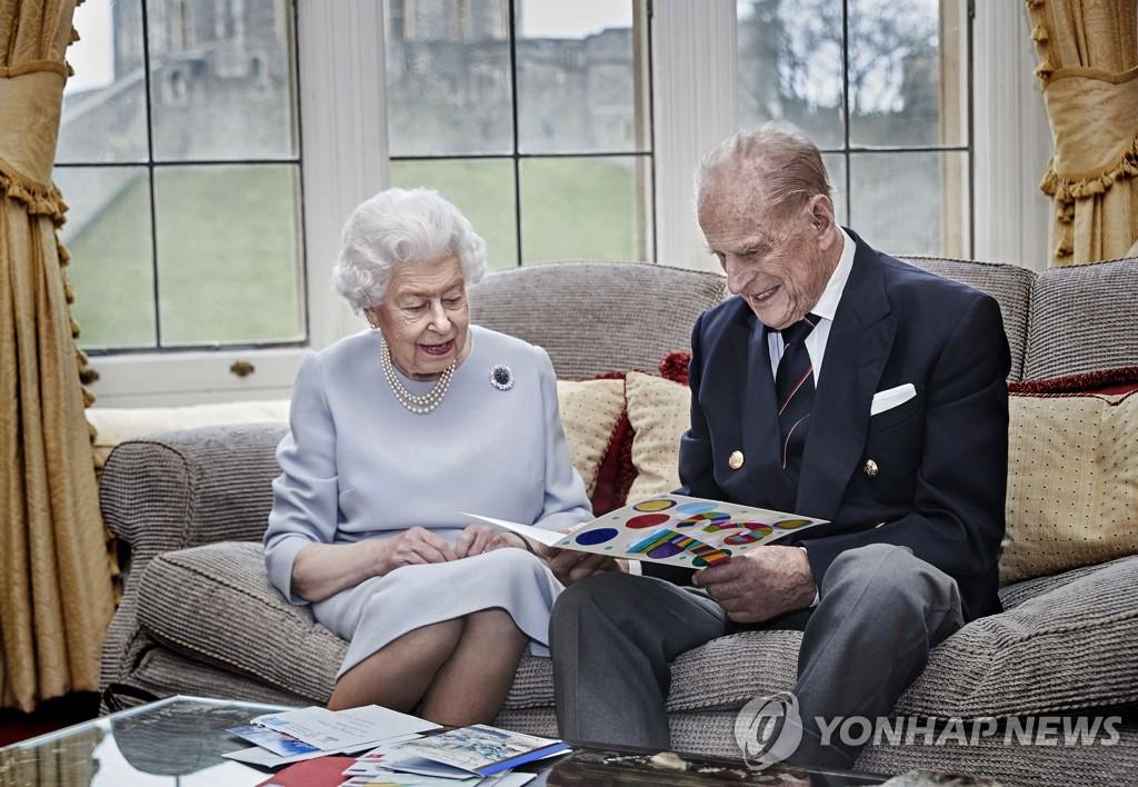 """엘리자베스 여왕 남편 필립공 입원…""""코로나19 아니다""""(종합)"""