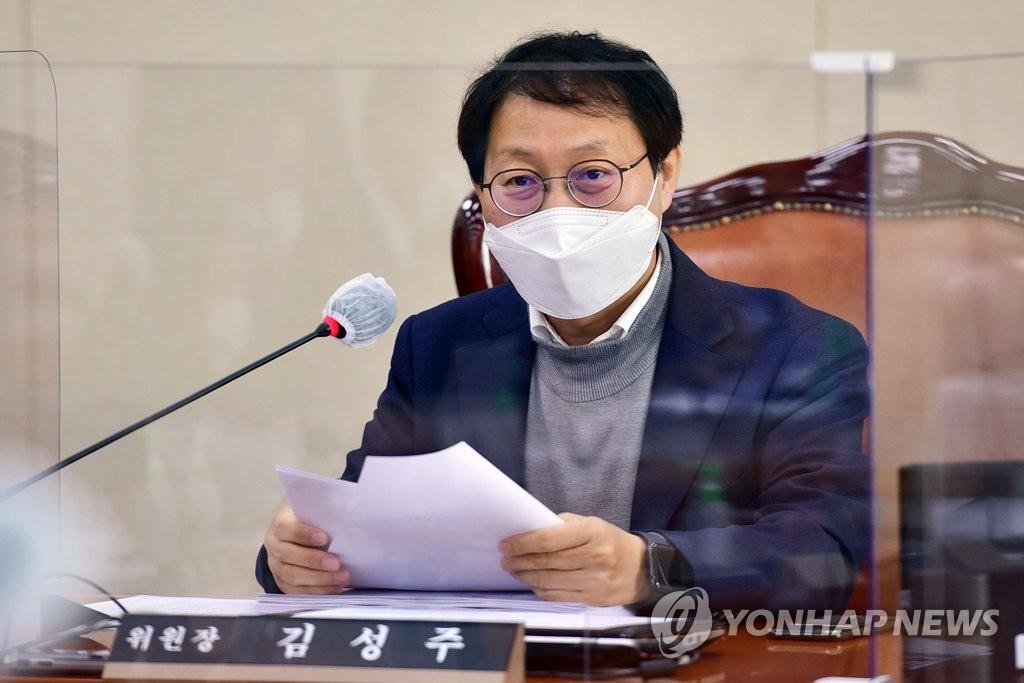 """김성주 """"수술실 CCTV법, 배임 비난 말라…이견 좁히는 중"""""""