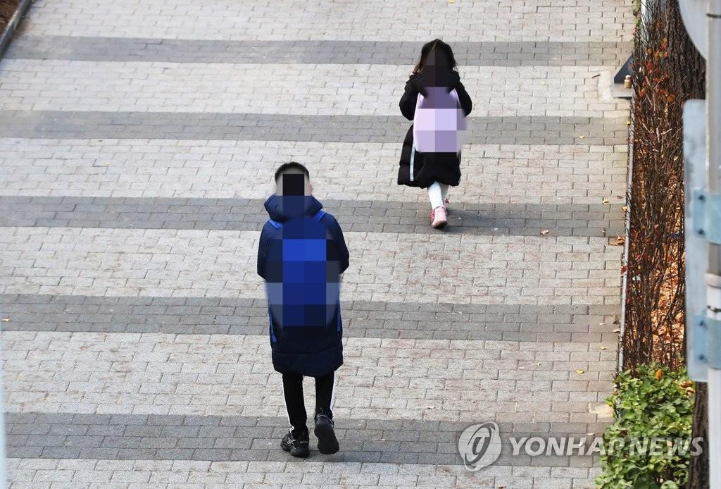 """서울 학부모 10명 중 7명 """"거리두기 3단계 전까지 2/3 등교해야"""""""