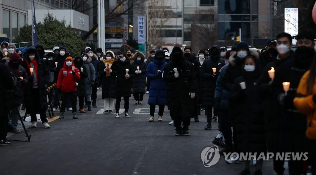경찰, '헬스장 집합금지 완화' 촛불집회 집시법 위반 내사