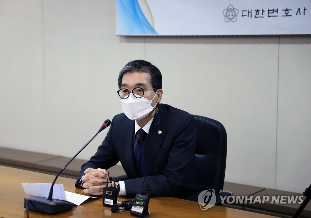 """이종엽 신임 변협회장 """"사법부 독립은 스스로 지켜야"""""""