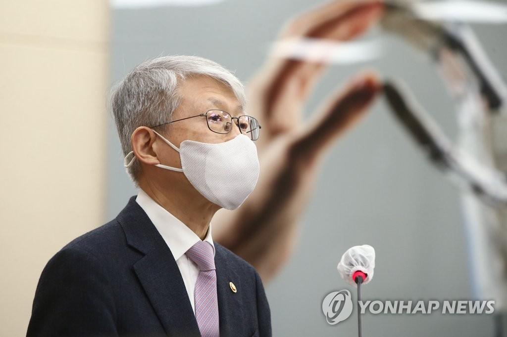 """최기영 """"국산 코로나19 백신 연내 개발·보급 장담하기 어려워"""""""