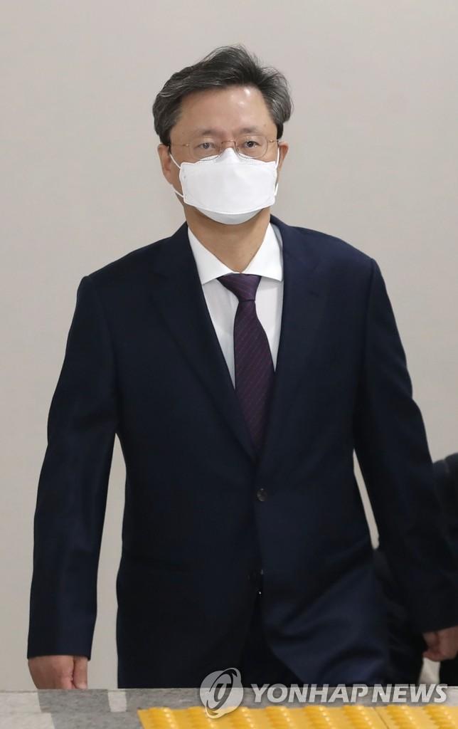 [긴급] '국정농단 묵인·불법사찰' 우병우 2심 징역 1년