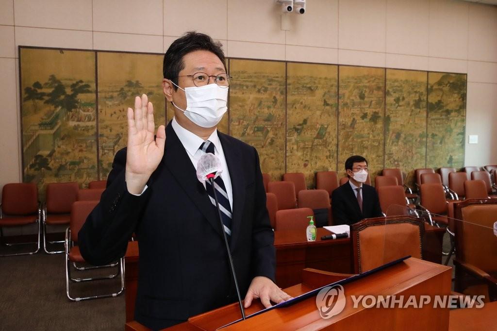 """황희 """"생활비 60만원 이야기 안 했다…실제 300만원 정도""""(종합)"""