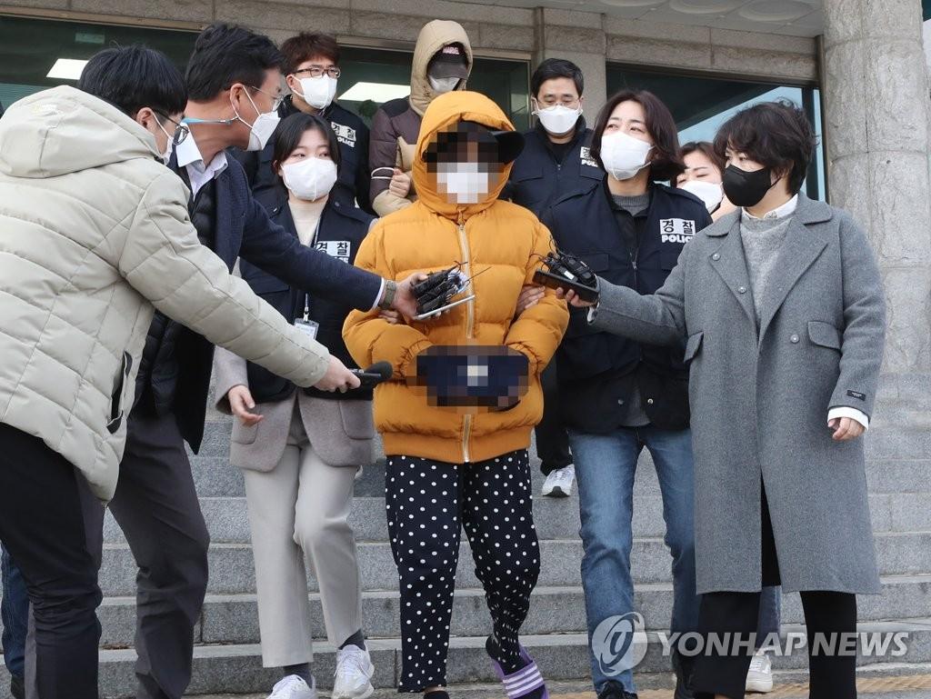 """생후 2주 갓난아이 숨지게 한 부모…경찰 """"살인죄 적용"""""""