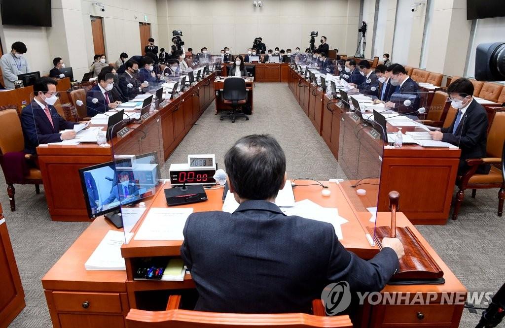 '착한 임대인 세액공제 50→70% 상향' 기재위 통과(종합)