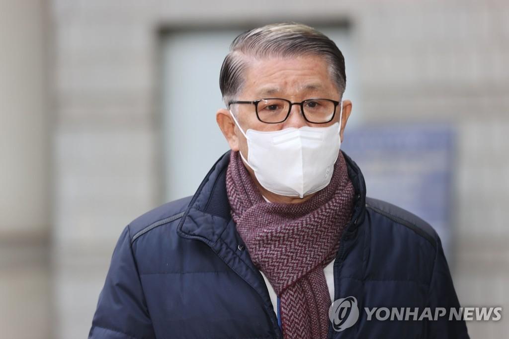 최신원 SK네트웍스 회장 구속심사…밤늦게 결정될 듯(종합)