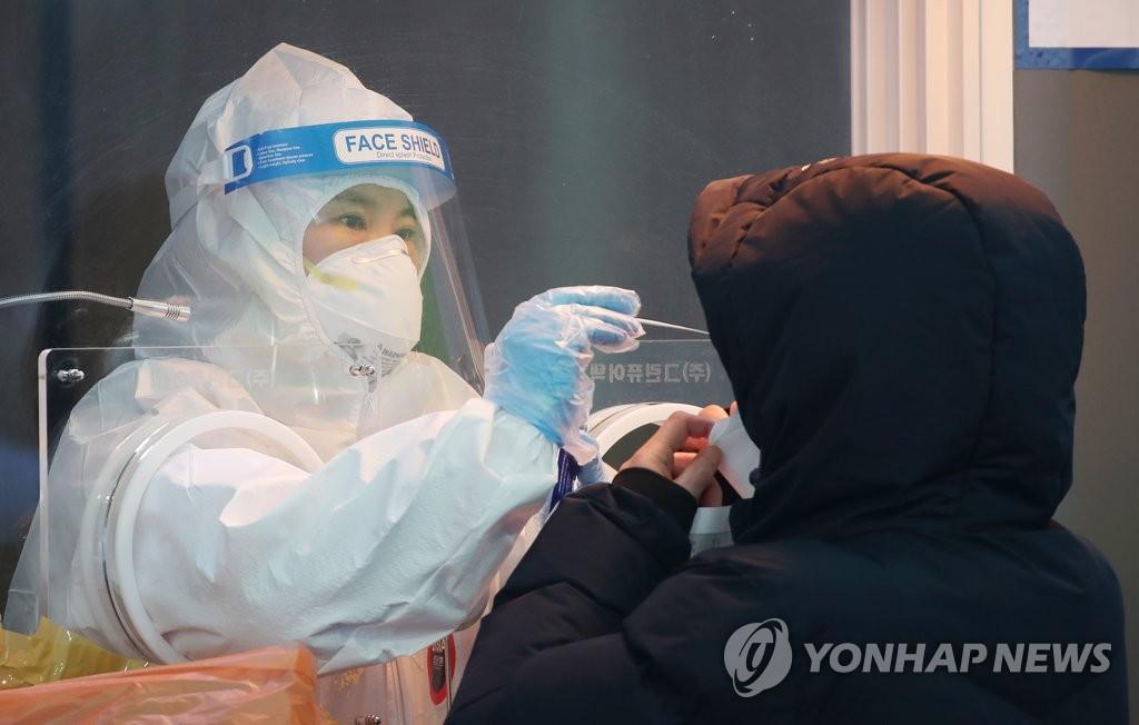 오늘도 600명대 예상…설연휴 뒤 재확산 조짐에 '4차 유행' 우려