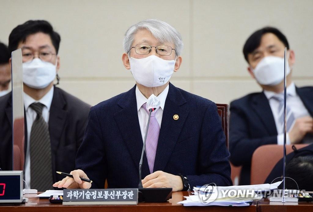 """최기영 장관 """"LG폰 철수, 시장 동향 보고 대책 마련할 것"""""""
