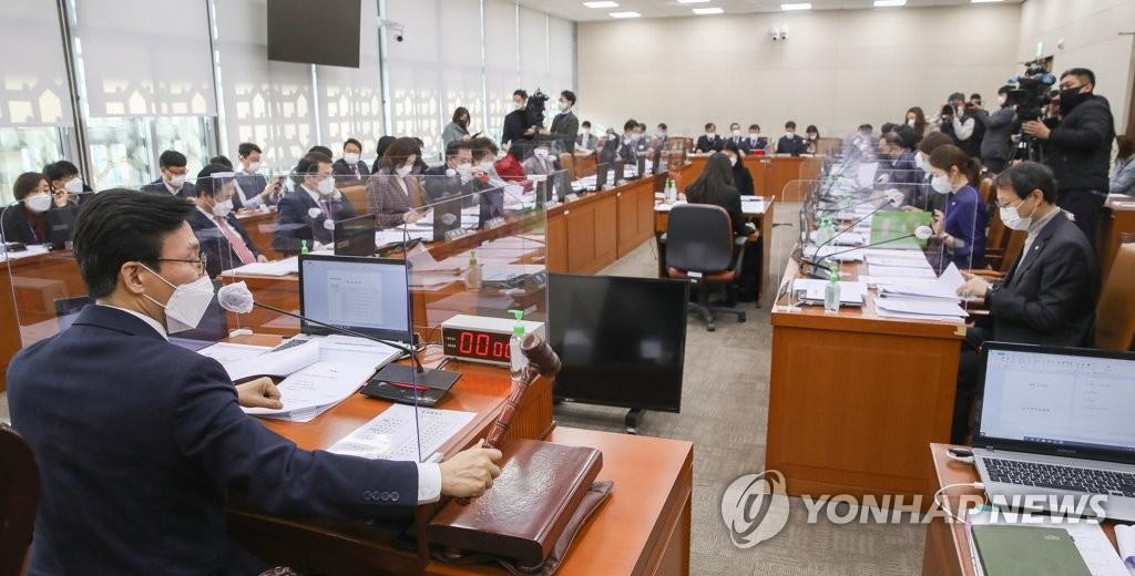 '금고 이상 처벌시 의사면허 취소' 의료법 복지위 통과