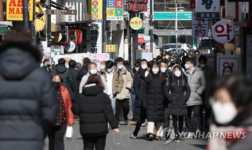 거리두기 완화 첫 휴일 400명대 초반 예상…산발·변이감염 지속