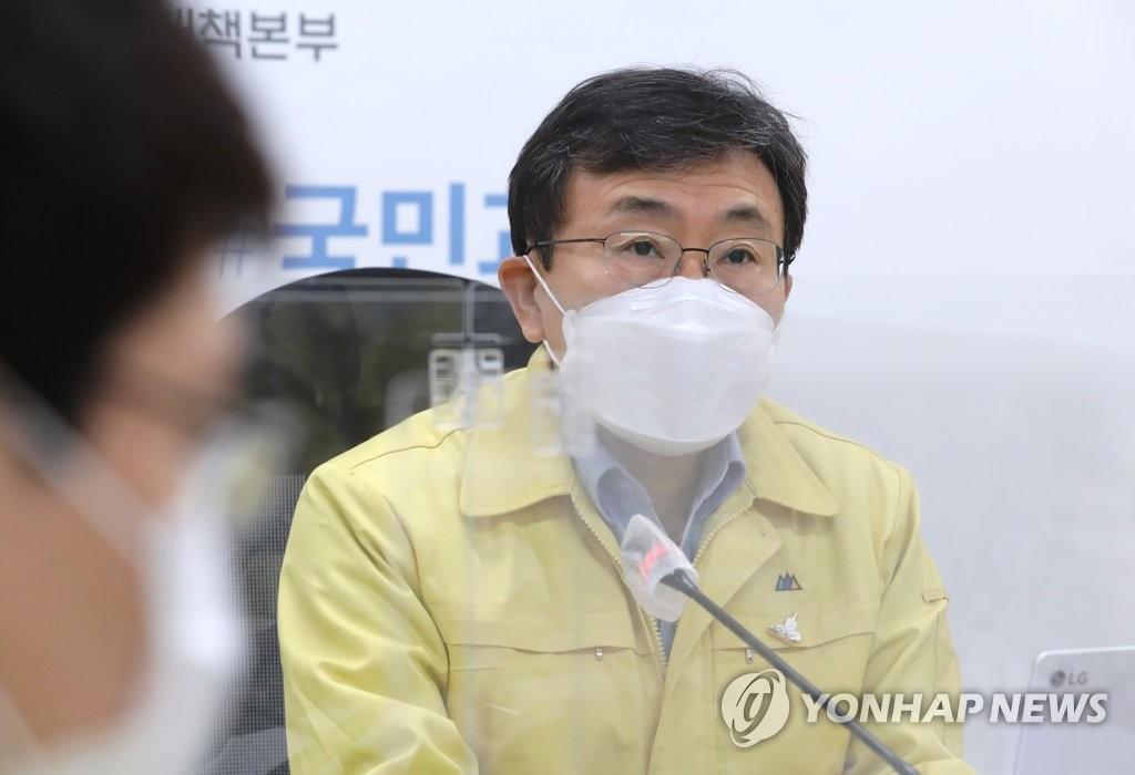 """중대본 """"어제 이어 오늘도 600명 넘어…모임·사업장 감염 지속""""(종합)"""