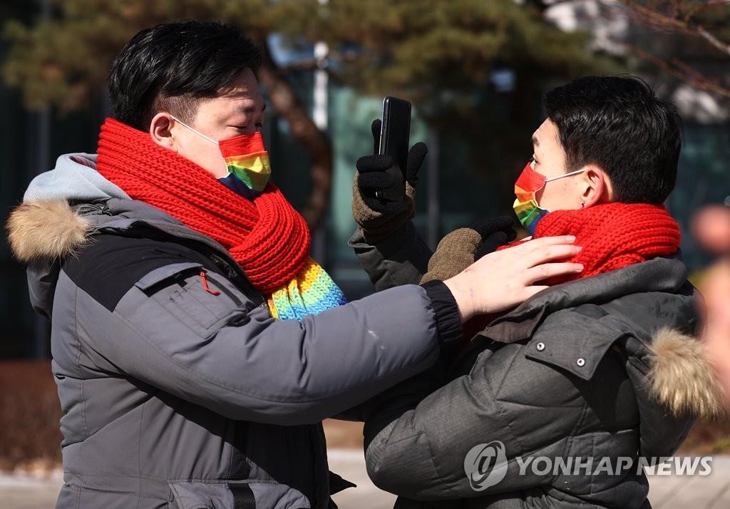 """""""동성 부부 피부양자 자격 달라""""…건보공단 상대 소송"""