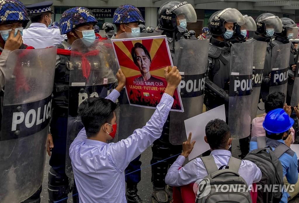 미국 이어 영국·캐나다도 미얀마 군부인사 제재